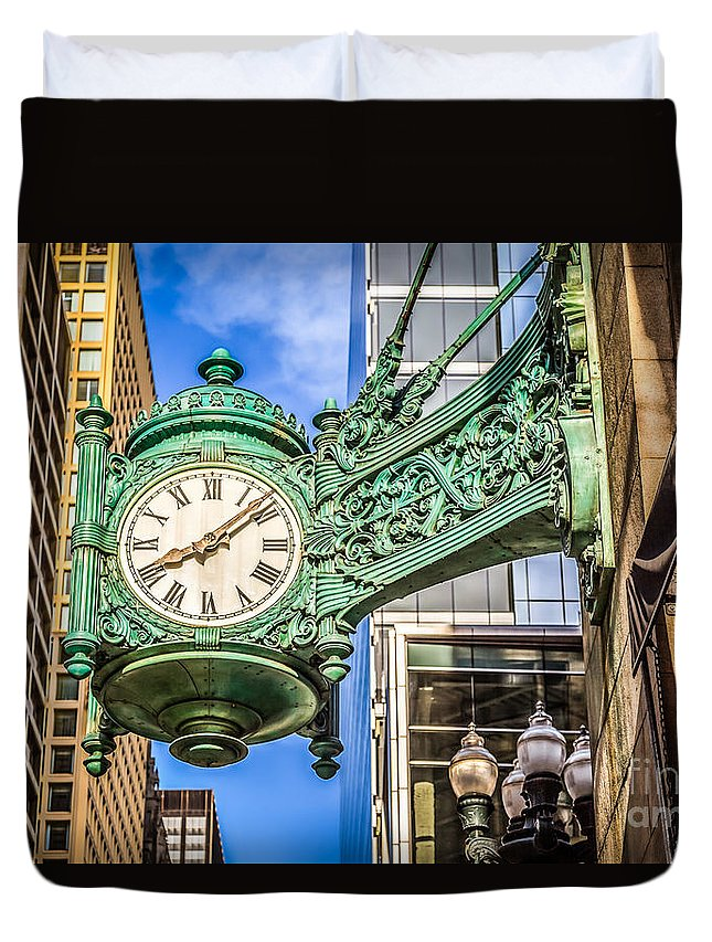 America Duvet Cover featuring the photograph Chicago Clock Hdr Photo by Paul Velgos