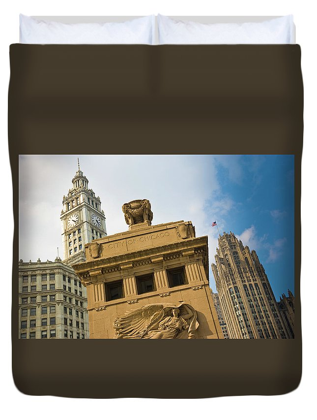 Relief Carving Duvet Cover featuring the photograph Chicago by Jmsilva