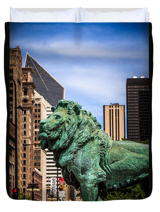 America Duvet Cover featuring the photograph Chicago Lion Statues At The Art Institute by Paul Velgos