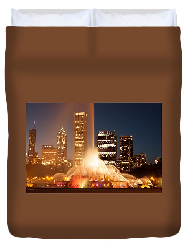 City Duvet Cover featuring the photograph Chicago's Buckingham Fountain by Semmick Photo