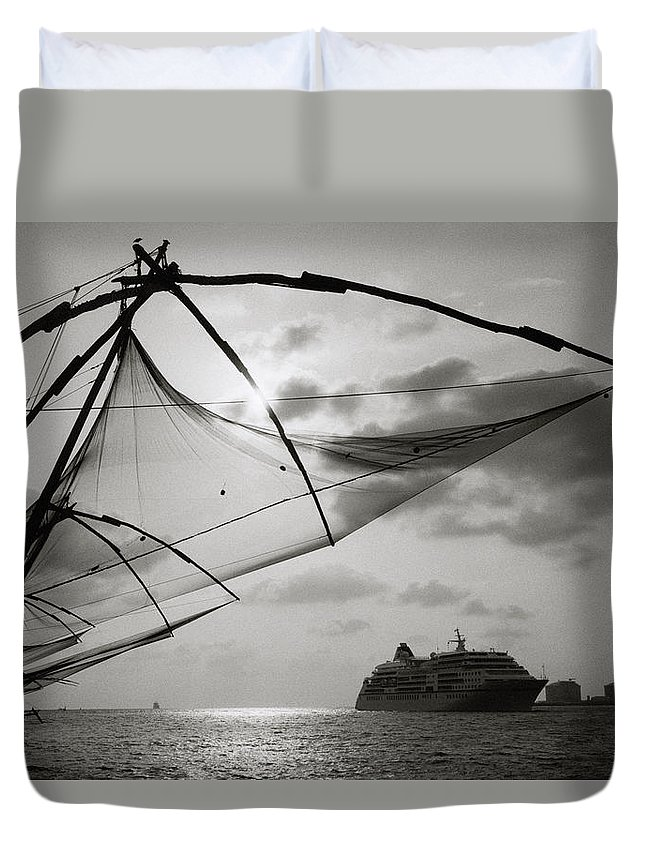 Seascape Duvet Cover featuring the photograph Chinese Fishing Net by Shaun Higson