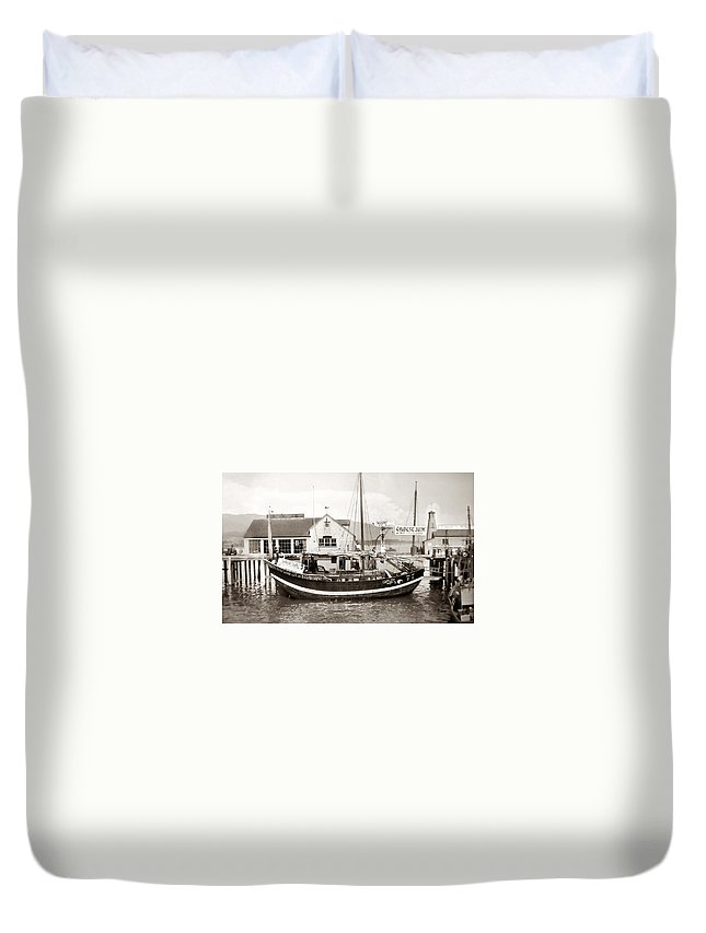 Chinese Duvet Cover featuring the photograph Chinese Junk Ship by Marilyn Hunt