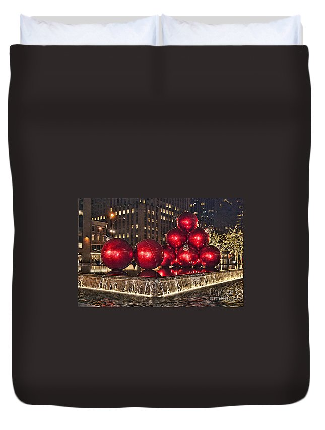 5th Avenue Manhattan Duvet Cover featuring the photograph Christmas On 5th Avenue Manhattan 1 by Steve Purnell