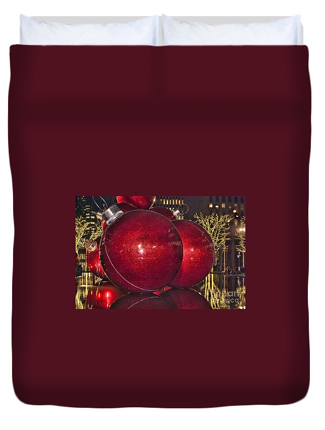 5th Avenue Manhattan Duvet Cover featuring the photograph Christmas On 5th Avenue Manhattan 4 by Steve Purnell