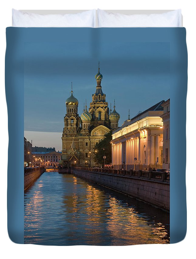 Built Structure Duvet Cover featuring the photograph Church Of The Saviour On Spilled Blood by Izzet Keribar