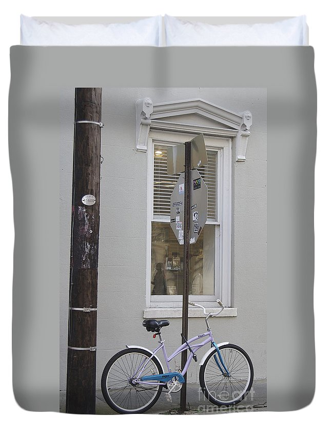 Scenic Tours Duvet Cover featuring the photograph City Living by Skip Willits