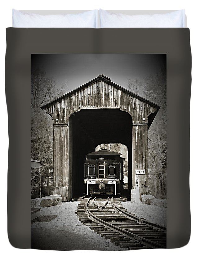 Train Duvet Cover featuring the photograph Clarks Trading Post Train by Jes Fritze