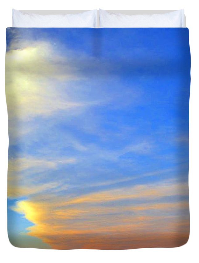 Delaware Duvet Cover featuring the photograph Click #5 From A Rest Stop On The Chesapeake Bay Bridge Tunnel by Srinivasan Venkatarajan