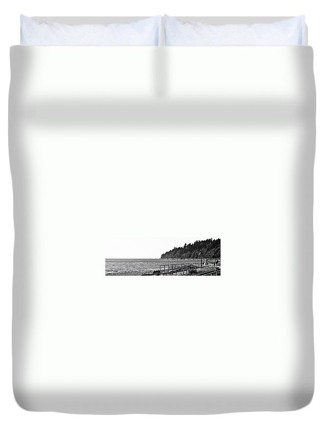 Ocean Park Duvet Cover featuring the photograph Coast Line B And W by David Fabian