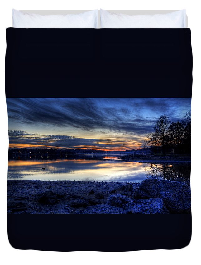 Landscape Duvet Cover featuring the photograph Cold Winter Sunset On The Lake by David Dufresne