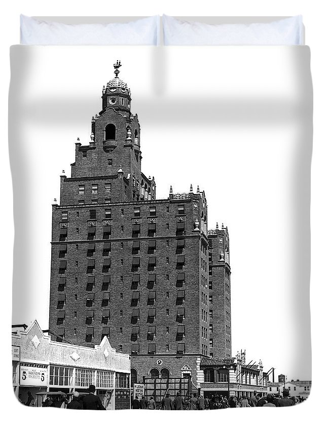 1920s Duvet Cover featuring the photograph Coney Island Half Moon Hotel by Underwood Archives