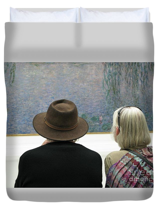 People Duvet Cover featuring the photograph Contemplating Art by Ann Horn