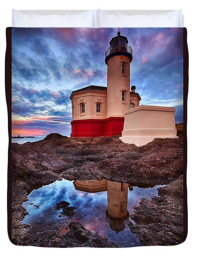 Lighthouse Duvet Cover featuring the photograph Coquille Rising by Darren White
