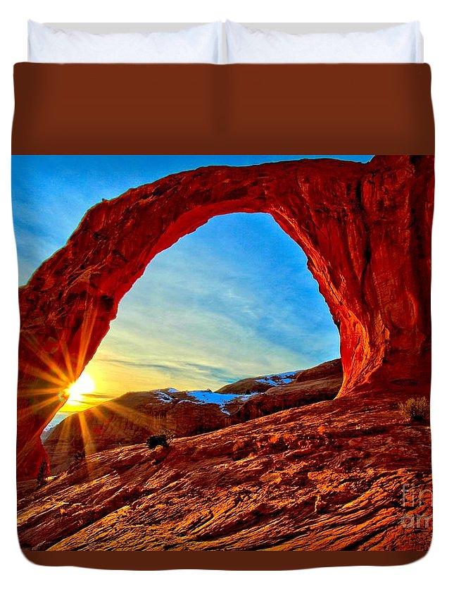 Coronoa Arch Duvet Cover featuring the photograph Corona Sun Burst by Adam Jewell