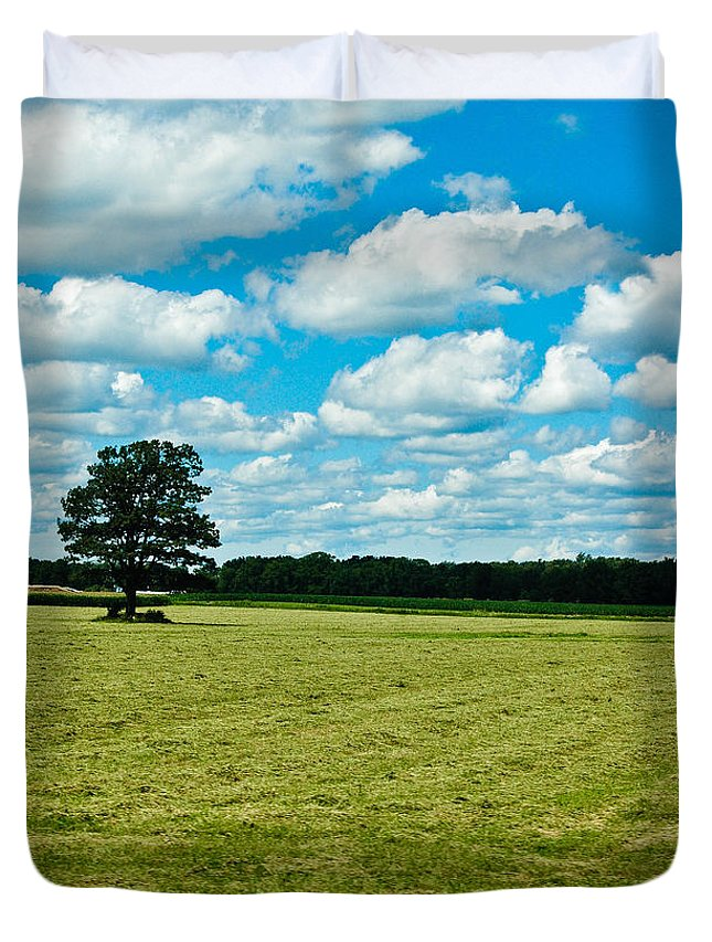 Tree Duvet Cover featuring the photograph Country Horizons 1 by Rhonda Barrett