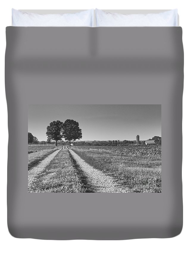Canon Duvet Cover featuring the photograph Country Road by Nicholas Pappagallo Jr