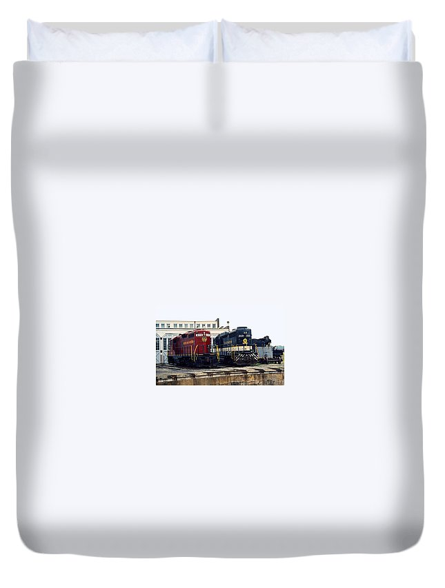 Trains Duvet Cover featuring the photograph Cousins by Richard Rizzo