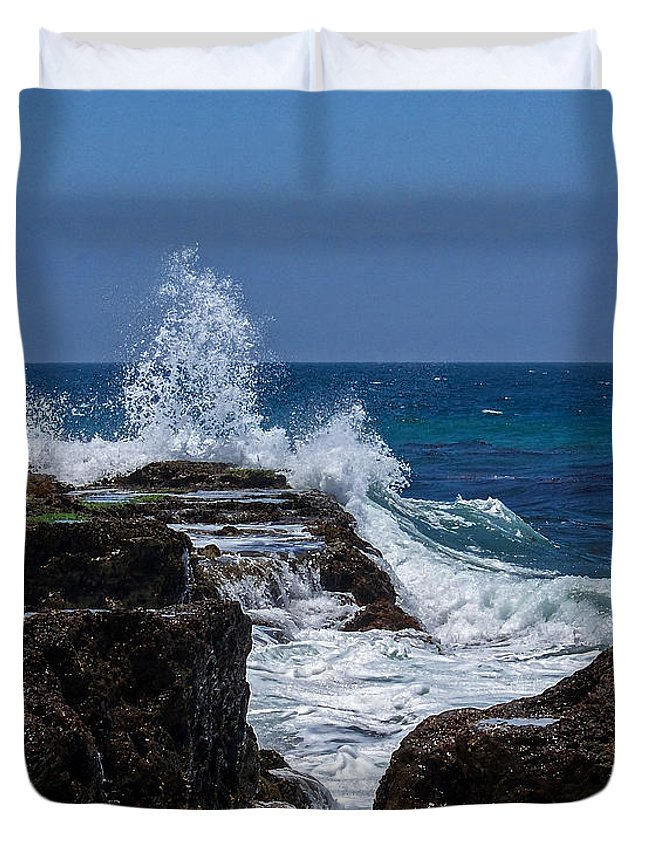 Oceans Duvet Cover featuring the digital art Crashing Wave by Ernie Echols