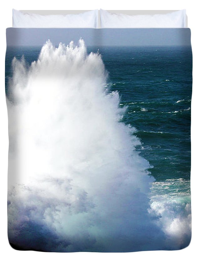 Cornwall Duvet Cover featuring the photograph Crashing Wave by Terri Waters
