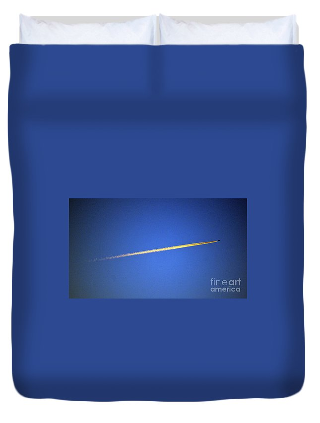 Aviation Duvet Cover featuring the photograph Crossing Over by Joe Geraci
