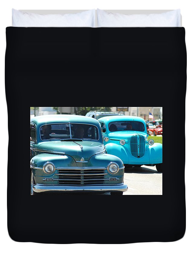 Classic Cars Duvet Cover featuring the photograph Cruis'n by Optical Playground By MP Ray