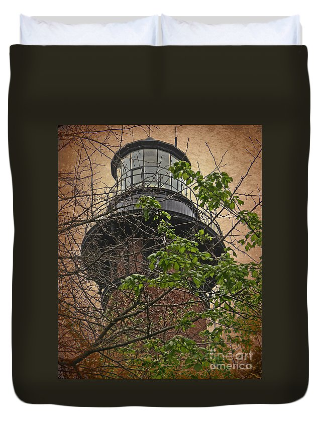 Sky Duvet Cover featuring the photograph Currituck Light House by Dawn Gari