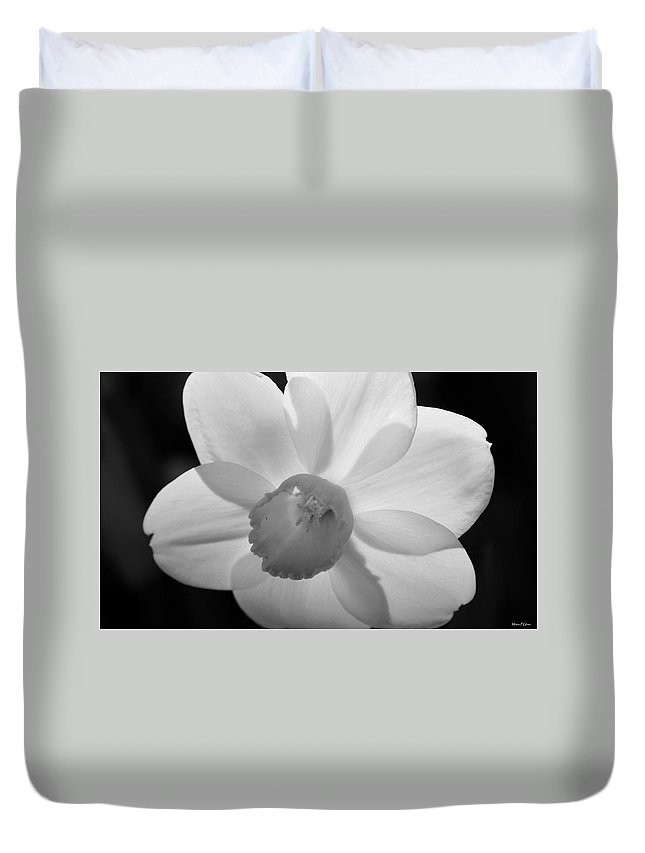 Daffodil Bw Duvet Cover featuring the photograph Daffodil Bw by Maria Urso