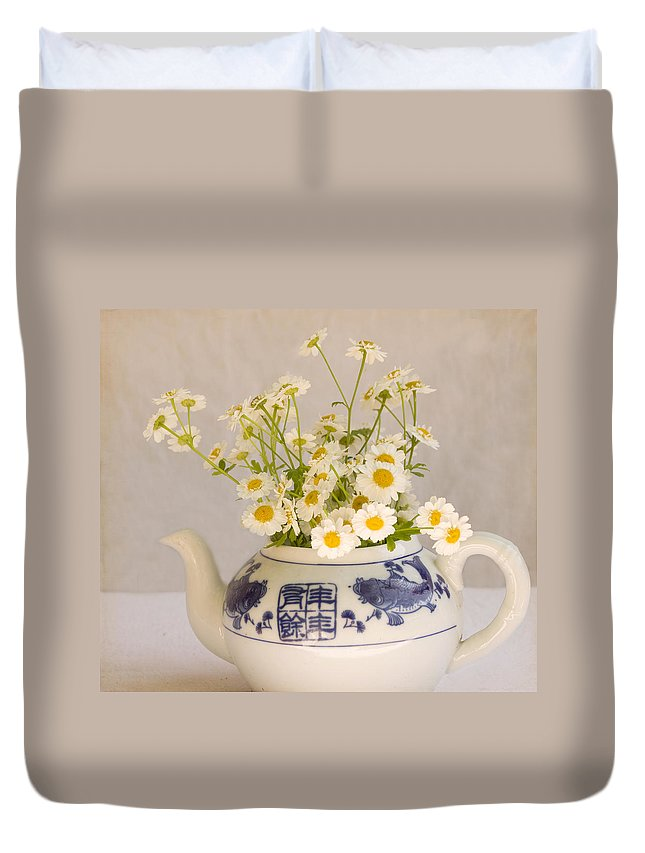 Daisies Duvet Cover featuring the photograph Daisies In A Teapot by Peggy Collins