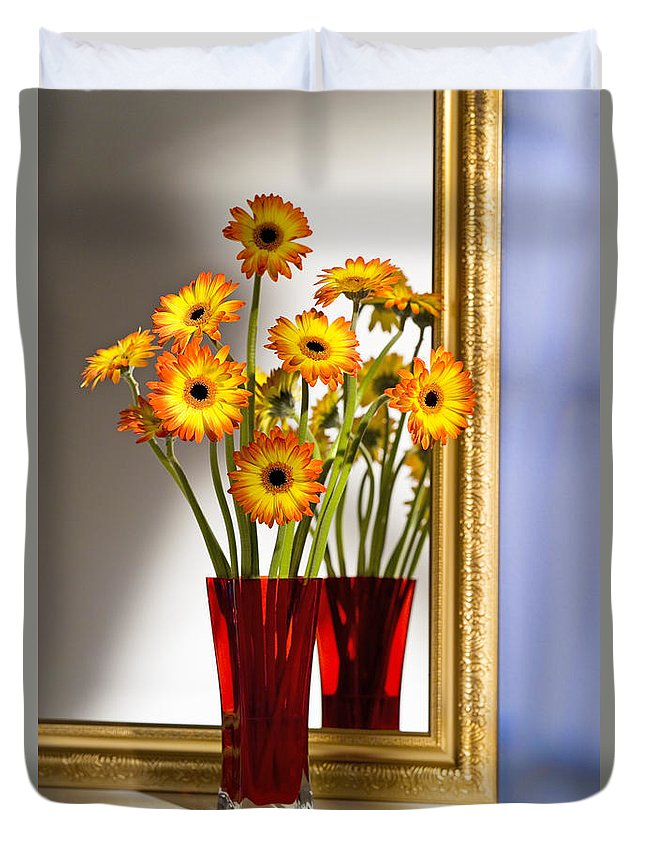 Daisies Duvet Cover featuring the photograph Daisies In Red Vase by Tony Cordoza