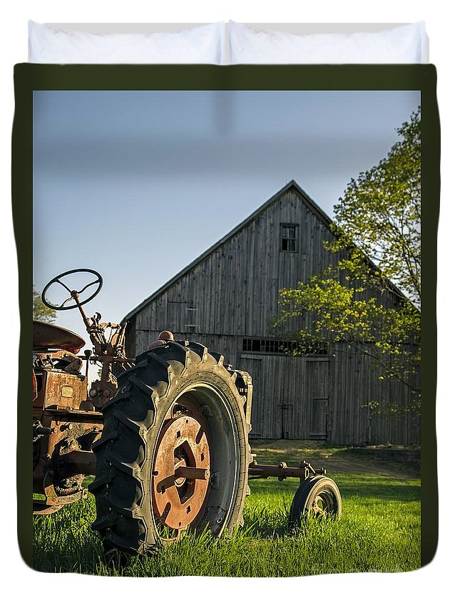 Barn Duvet Cover featuring the photograph Day Is Done by Edward Fielding
