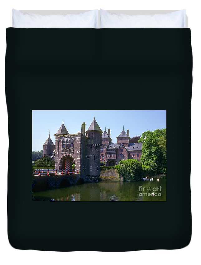 De Haar Castle. Utrecht. Netherlands. Castle Duvet Cover featuring the photograph De Haar Castle And Moat by Bob Phillips