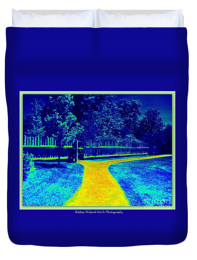 Road Duvet Cover featuring the photograph Decisions by Bobbee Rickard