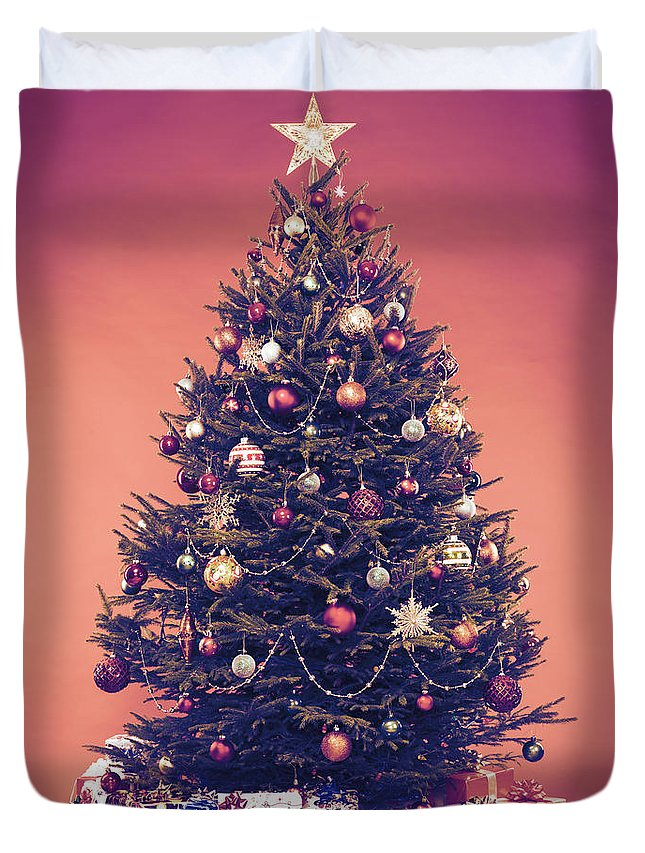 Christmas Tree With Presents.Decorated Vintage Christmas Tree With Presents Under It Duvet Cover