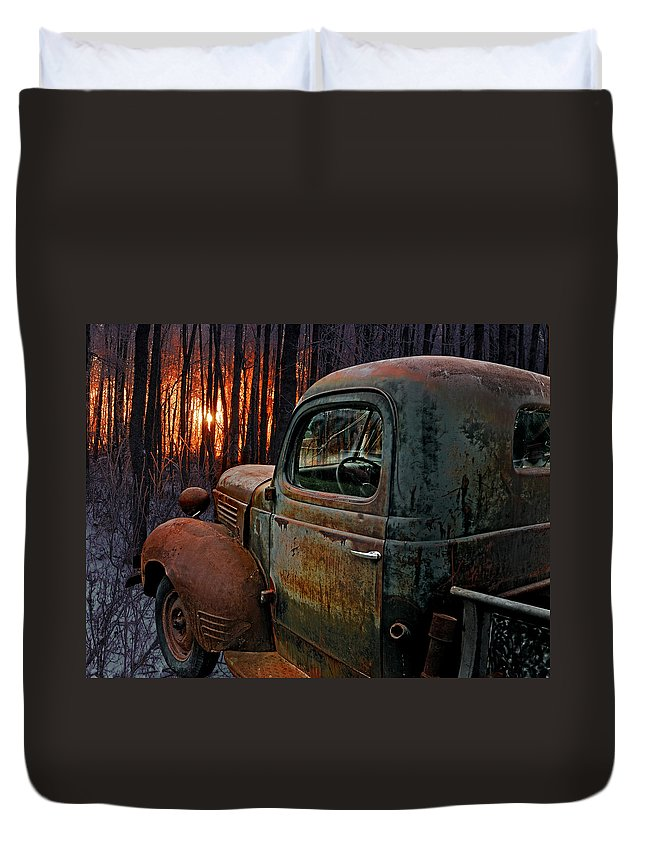 Pickup Duvet Cover featuring the photograph Deer Hunting by Ron Day