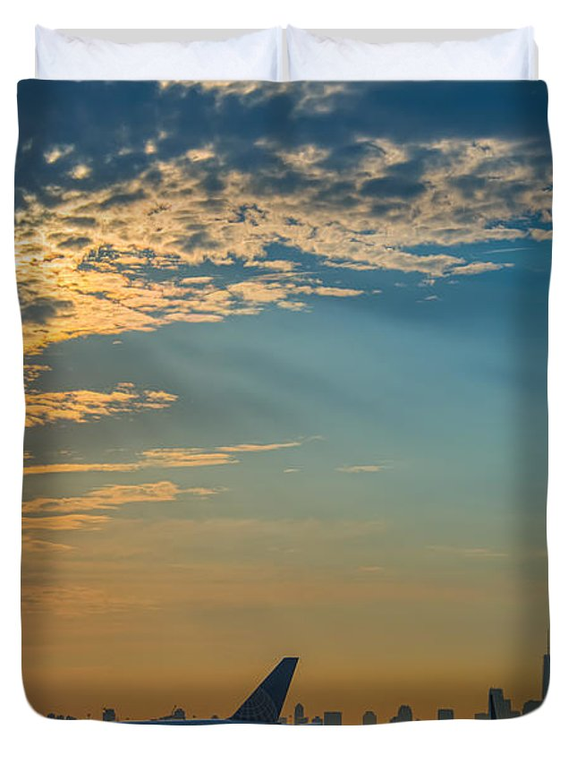 The Traveler Duvet Cover featuring the photograph Departing From Ewr by Michael Ver Sprill
