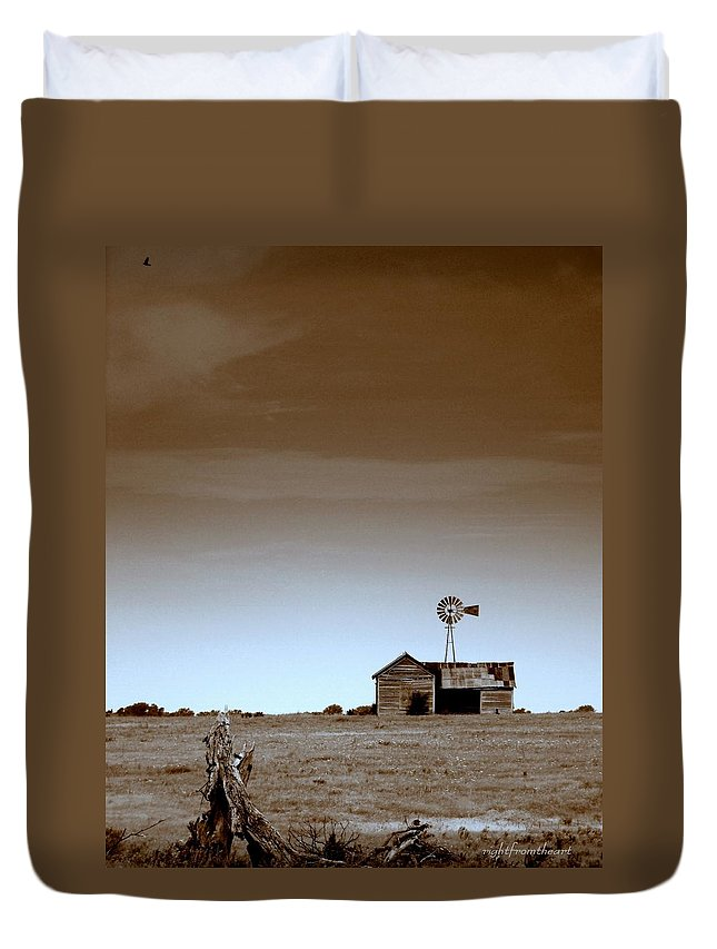 Deserted Farmhouse Duvet Cover featuring the photograph Deserted Farmhouse by Bob and Kathy Frank