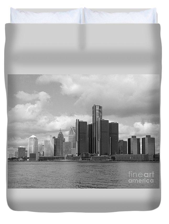 Detroit Duvet Cover featuring the photograph Detroit Skyscape by Ann Horn