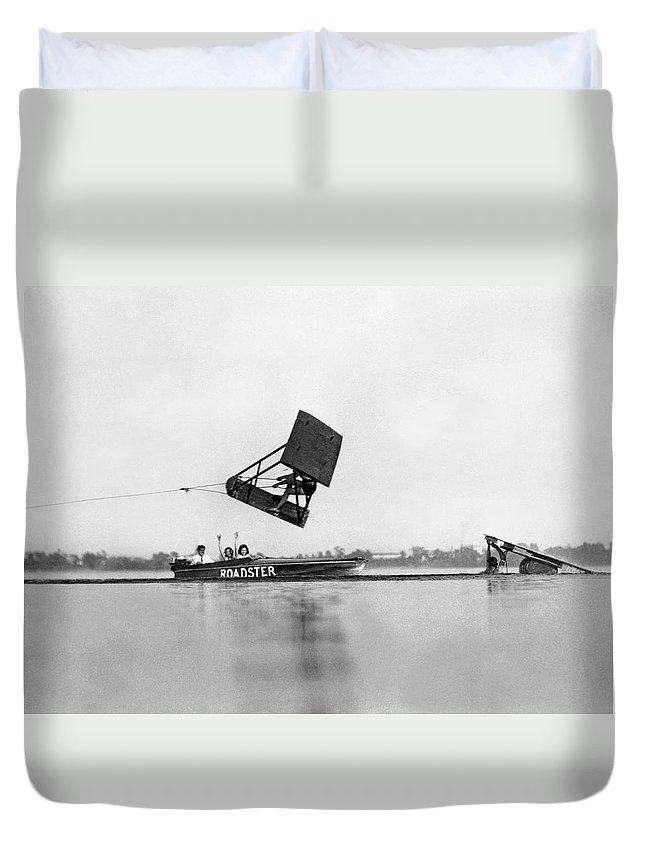 1920s Duvet Cover featuring the photograph Dick Pope Aquagliding by Underwood Archives