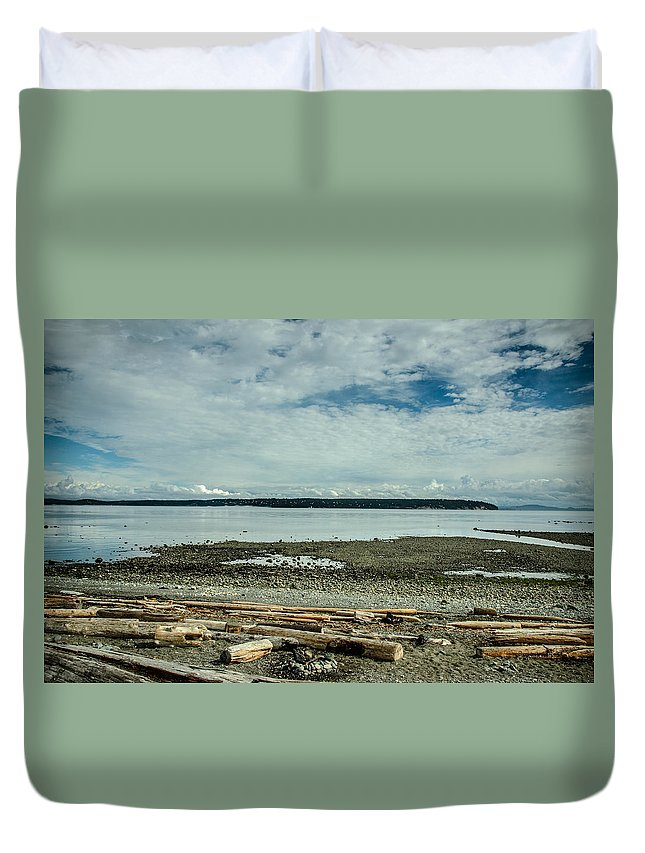 Discovery Passage Duvet Cover featuring the photograph Low Tide Along The Discovery Passage by Roxy Hurtubise