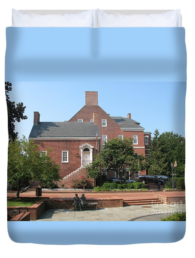Couple Duvet Cover featuring the photograph Display Patience Sculpture - Annapolis by Christiane Schulze Art And Photography