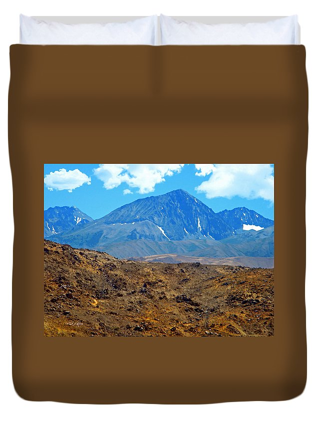 Sierra Duvet Cover featuring the photograph Distant Peaks by Frank Wilson