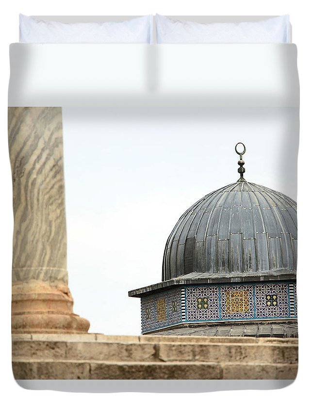 Jerusalem Duvet Cover featuring the photograph Dome Of The Rock Close Up by Munir Alawi
