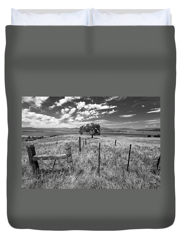 Big Sky Duvet Cover featuring the photograph Don't Fence Me In - Black And White by Peter Tellone