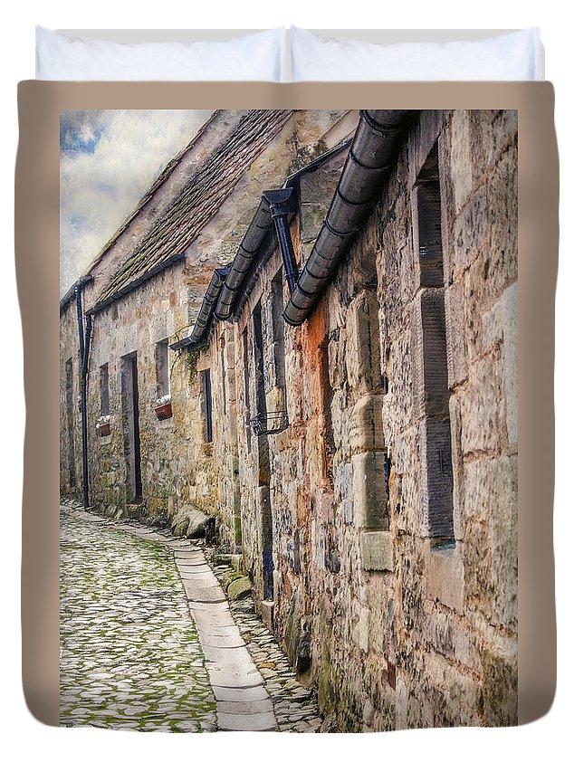 Cobblestone Duvet Cover featuring the photograph Doon A Scottish Wynd by Hal Halli