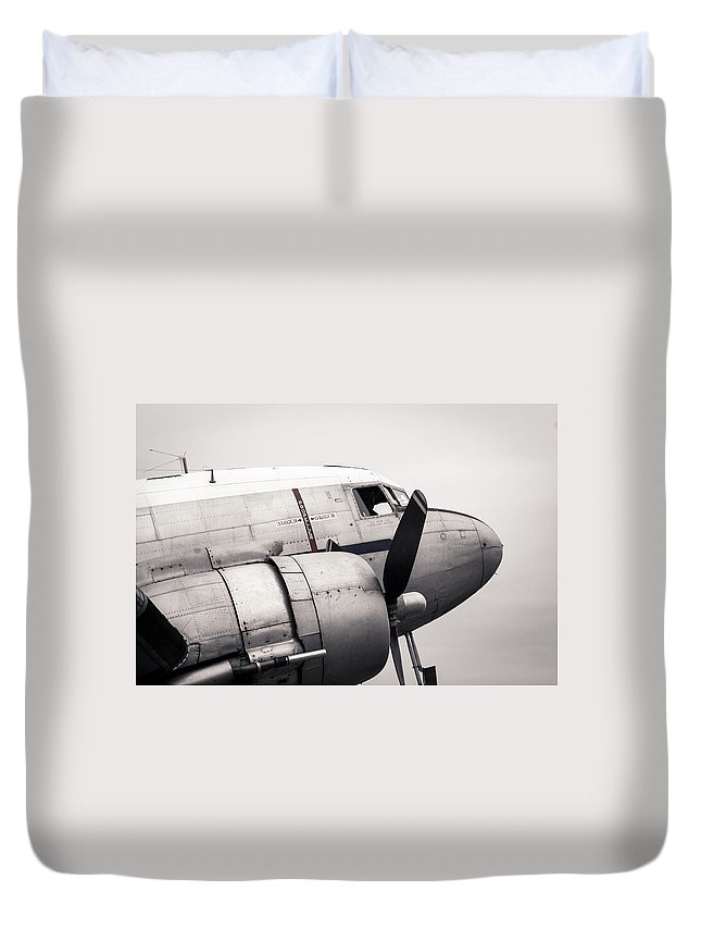 Canopy Duvet Cover featuring the photograph Douglas Dc-3 by Mikulas1
