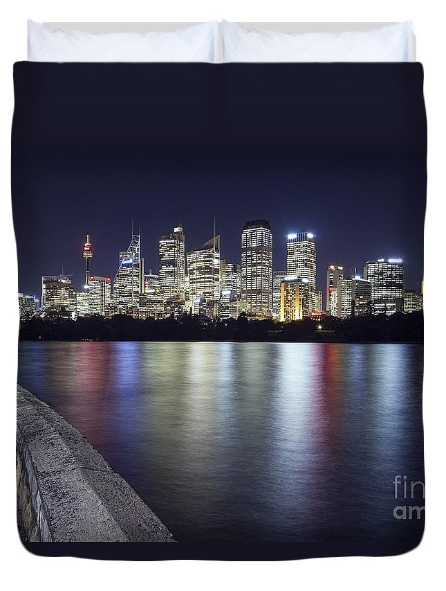 Sydney Duvet Cover featuring the photograph Downtown by Andrew Paranavitana