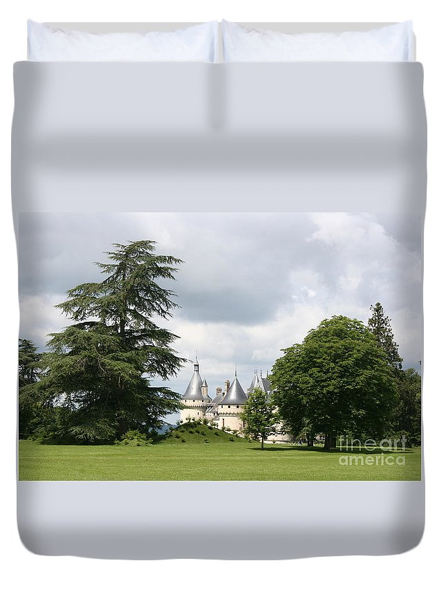 Palace Duvet Cover featuring the photograph Dreamlike - Chateau Chaumont by Christiane Schulze Art And Photography