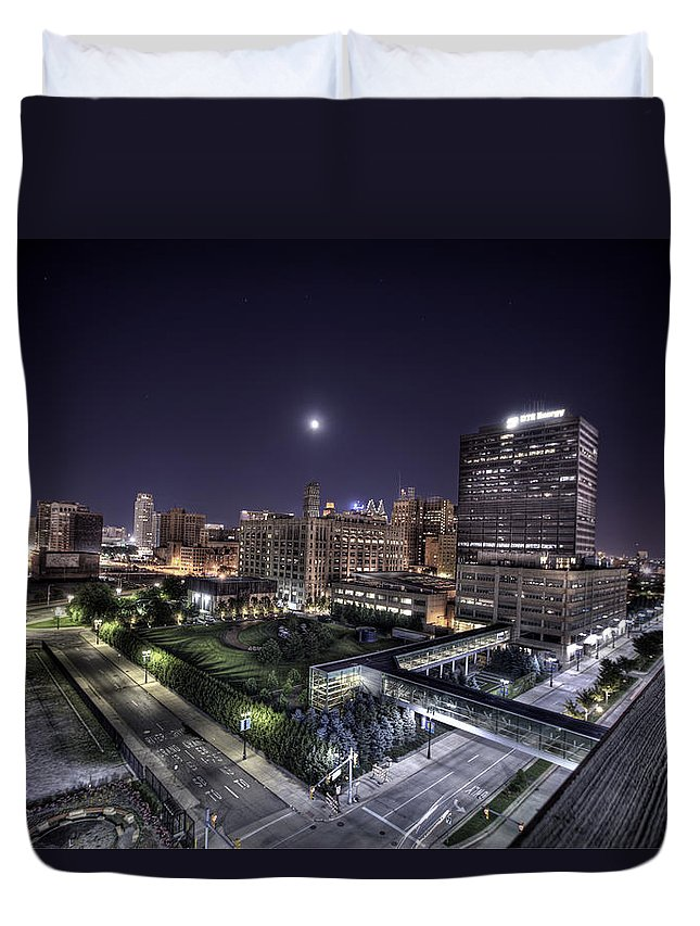 King Kong Duvet Cover featuring the photograph Dte In Detroit by Nicholas Grunas