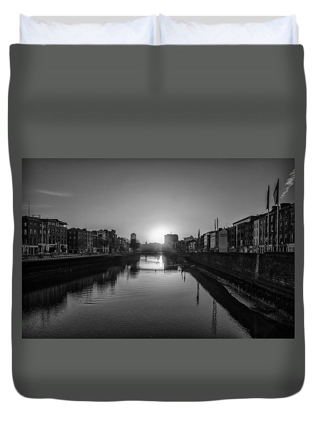 Dublin Duvet Cover featuring the photograph Dublin Sunrise - Liffey River In Black And White by Bill Cannon