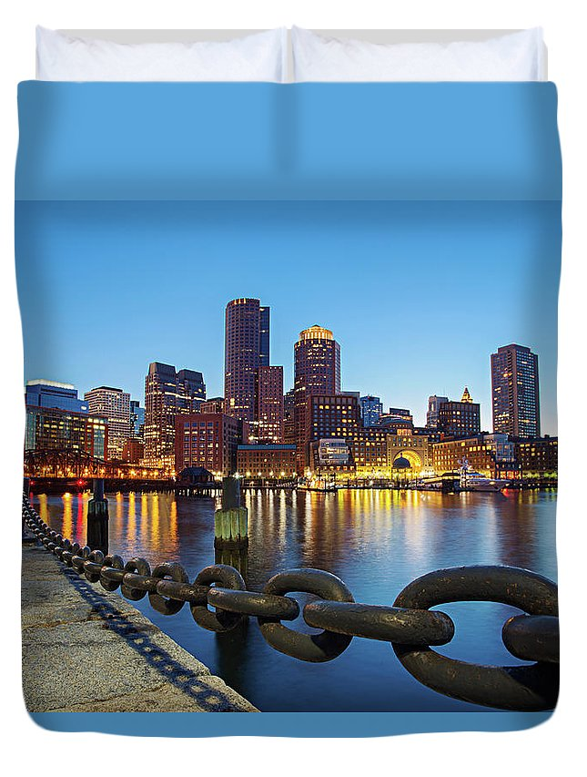 Clear Sky Duvet Cover featuring the photograph Dusk In Boston by Photography By Nick Burwell